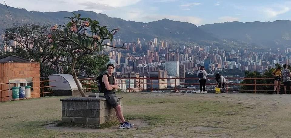 Vista su Envigado dal Cerro Nutibara, collina panoramica nel centro di Medellin