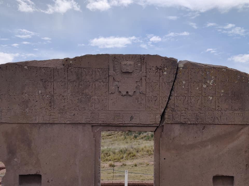 la famosa puerta del sol, con simbologie divine e astronomiche