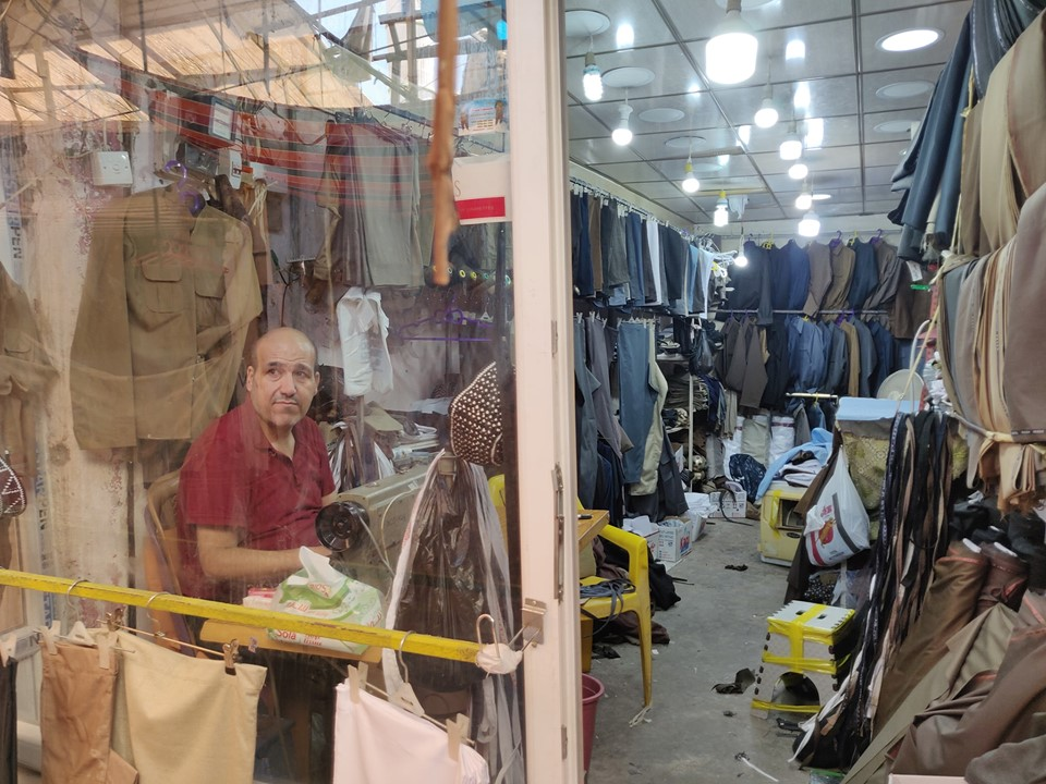 simpaticissimo sarto al bazaar di Aqrah