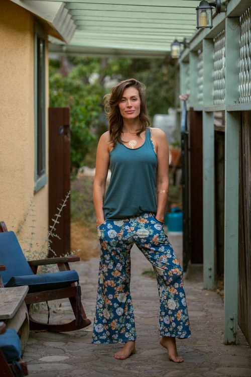 The-Forte-Tank_Thyme_The-Bagliore-Crop-Pant_Lattice_Lifestyle_Small.jpg