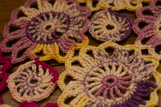 blocked-garland-closeup