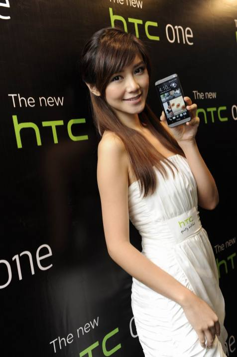 Resize of Elva with The new HTC One_2