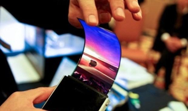 Les usines de fabrication d'écran OLED tournent à plein régime