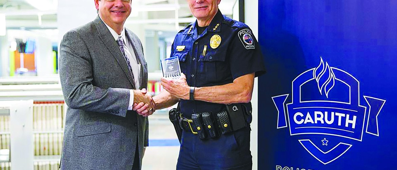Chief Kowalski receives teaching award