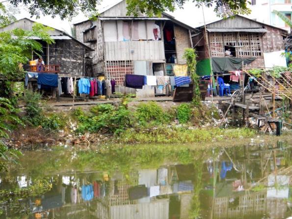 Huizen aan een meer in Mywaddy
