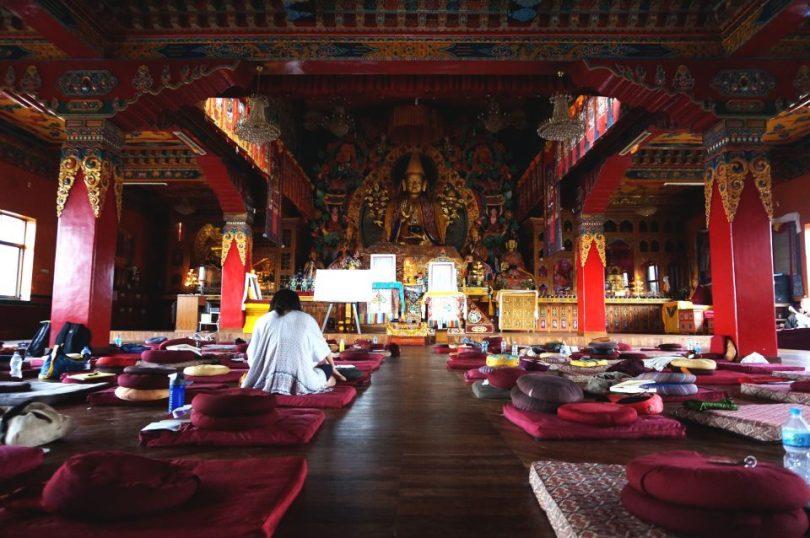 De meditatiehal van het Kopan Klooster in Nepal