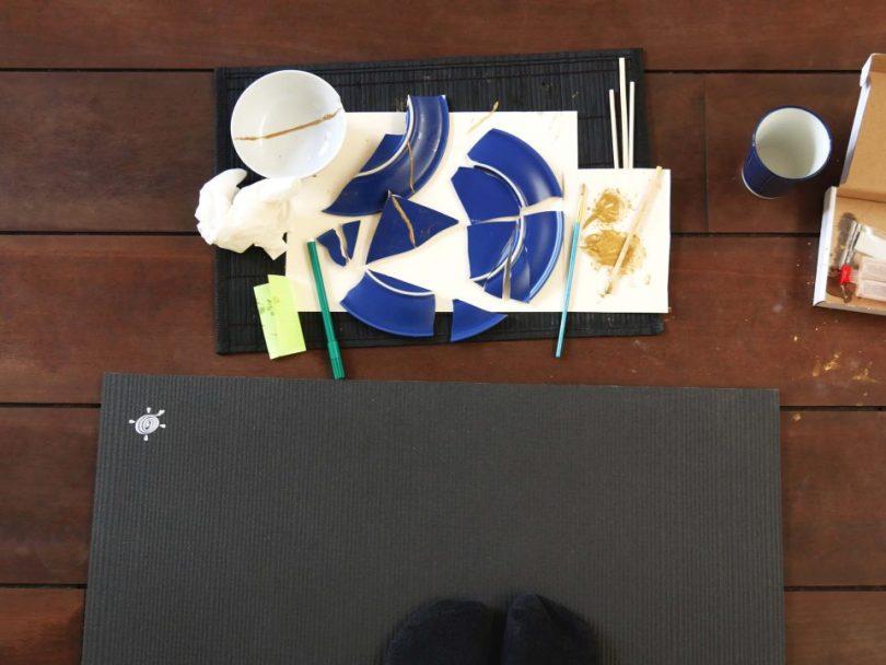 Kintsugi workshop: gebroken servies op de grond