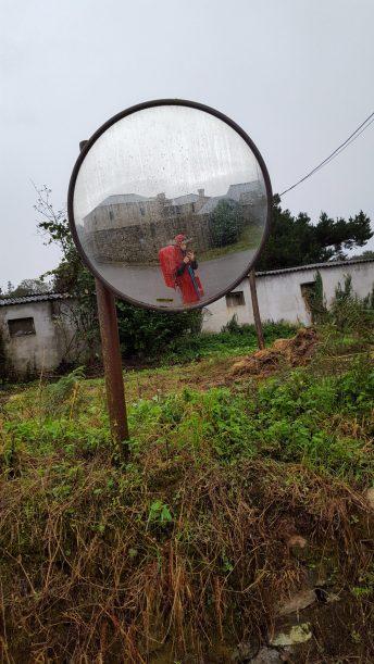 Een spiegelselfie in de regen