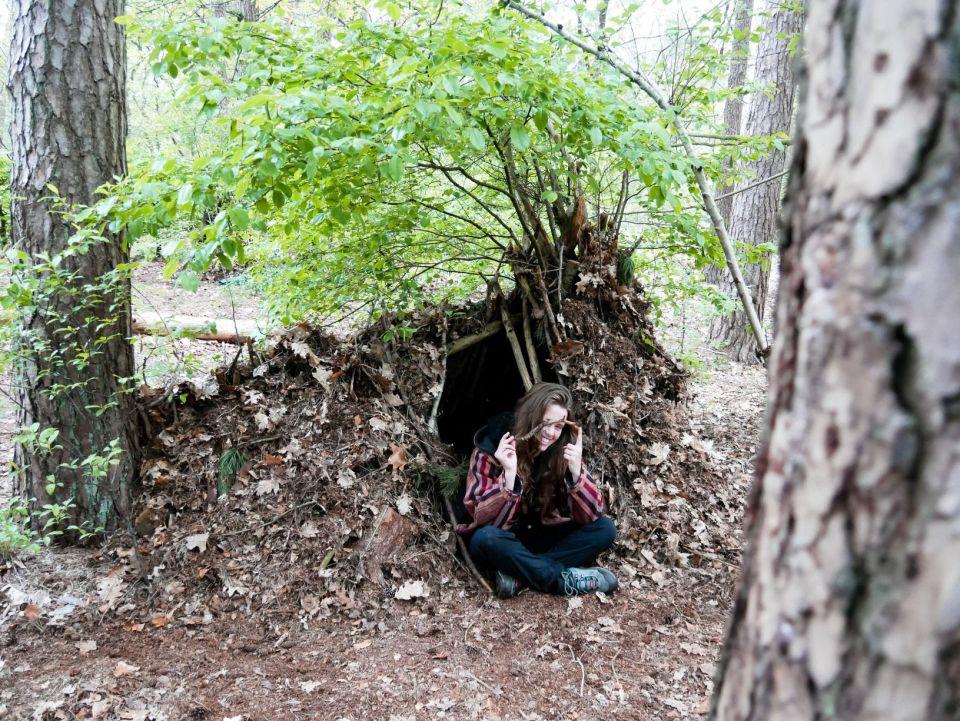 Ik voor de ingang van mijn shelter
