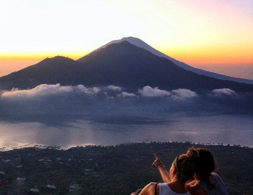 10 Tips for Buget Travel in Southeast Asia - Sunrise Mount Batur Feature Image