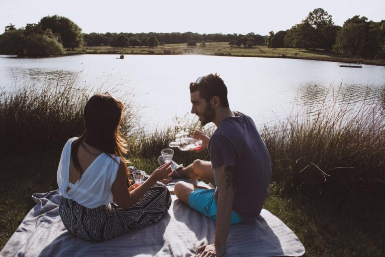 6 TIPS TO MAKE THE MOST OF TRAVELING AS A COUPLE picnics-in-the-park-london
