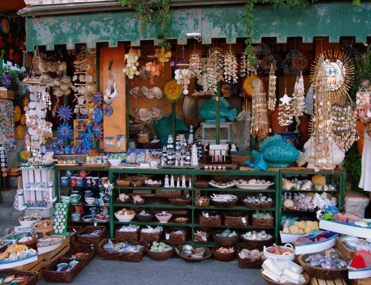 3 Reasons To Buy Handmade Souvenirs When Traveling