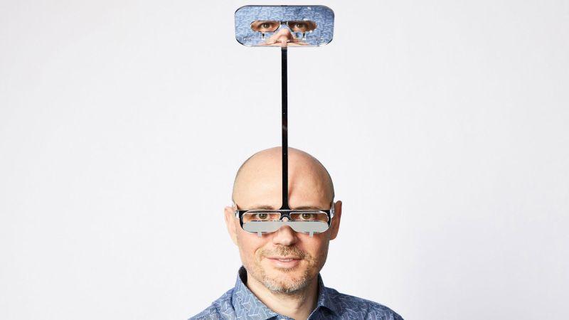 Kearl bedecht 'periskoopbril' vöär körte lüde up festivals