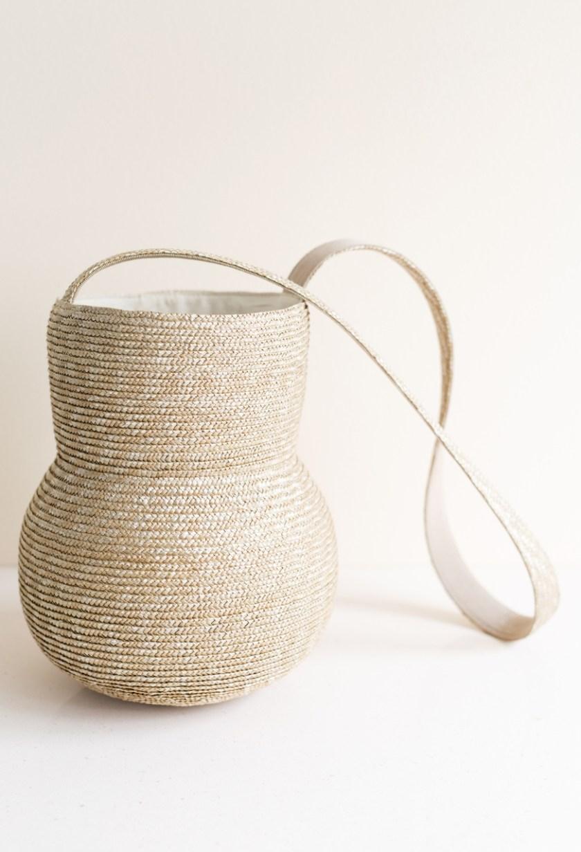 плетенная соломенная сумка