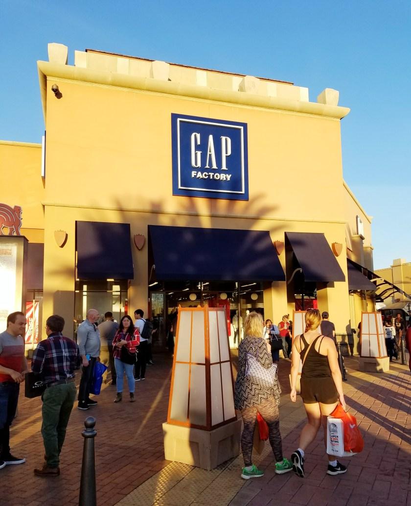бренд GAP store citadele outlet