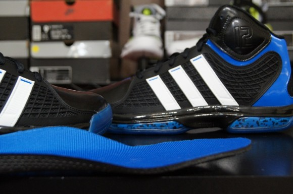 new product 092e6 3915e adidas-adiPower-Howard-Performance-Review-2