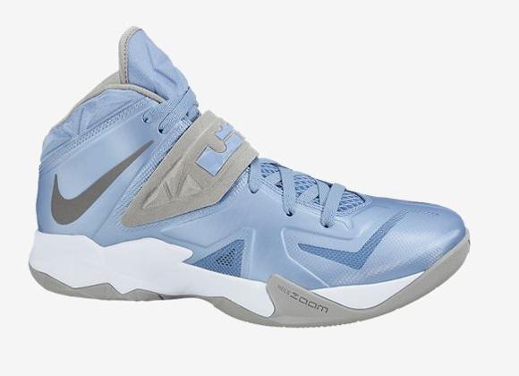 new product e0a7e abf8c NIKE Men s Zoom Soldier VIII Basketball Shoe - amazon.com