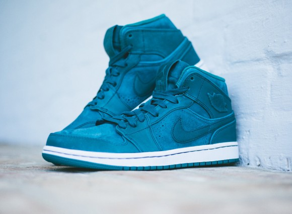newest collection 80599 b4608 Air Jordan 1 Mid Nouveau  Night Shadow  - Available ...