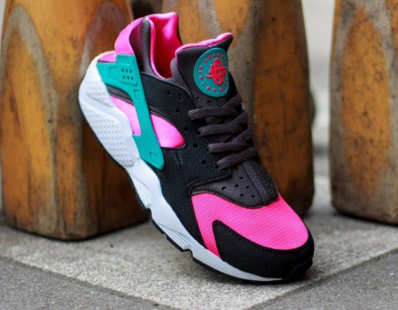 premium selection 5b035 550ce ... First Look- Nike Air Huarache Hyper Pink Dusty Cactus