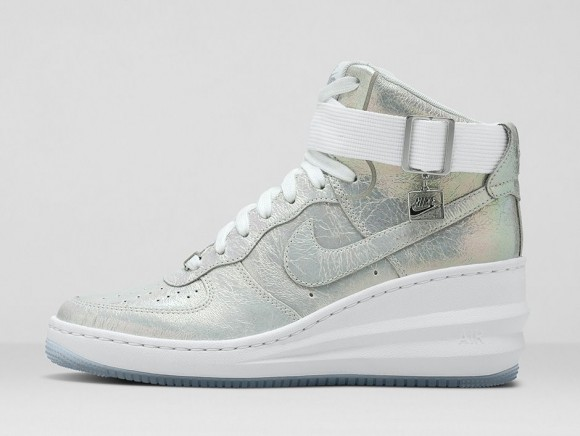 wmns-nike-iridescent-collection-1
