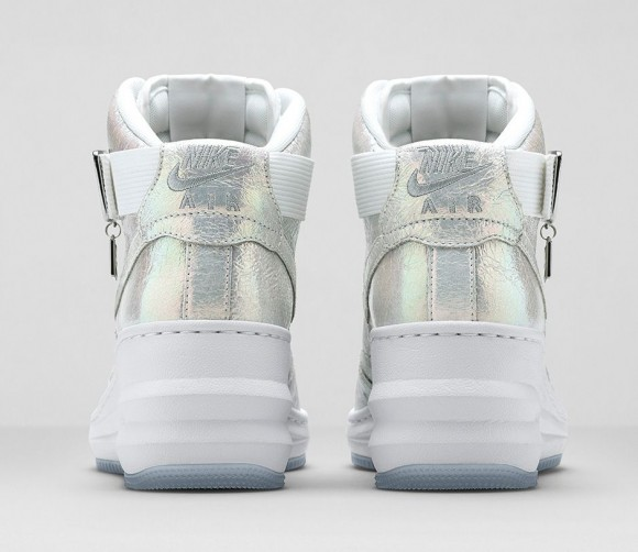 wmns-nike-iridescent-collection-3