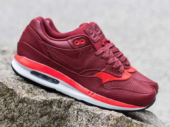 uk availability 52e4a c1730 ... nike-air-max-lunar1-deluxe-team-red-challenge-