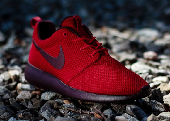 70c8940690df 1413539338511 720x450 nike-roshe-run-gym-red-deep-burgundy-1
