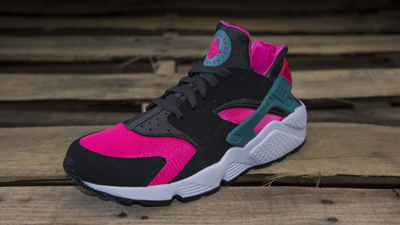 new style 96865 1ae1e ... Nike Air Huarache  Hyper Pink  - Up Close ...