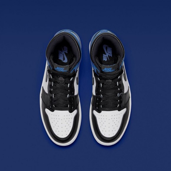 Air Jordan 1 x Fragment – Up Close & Personal4