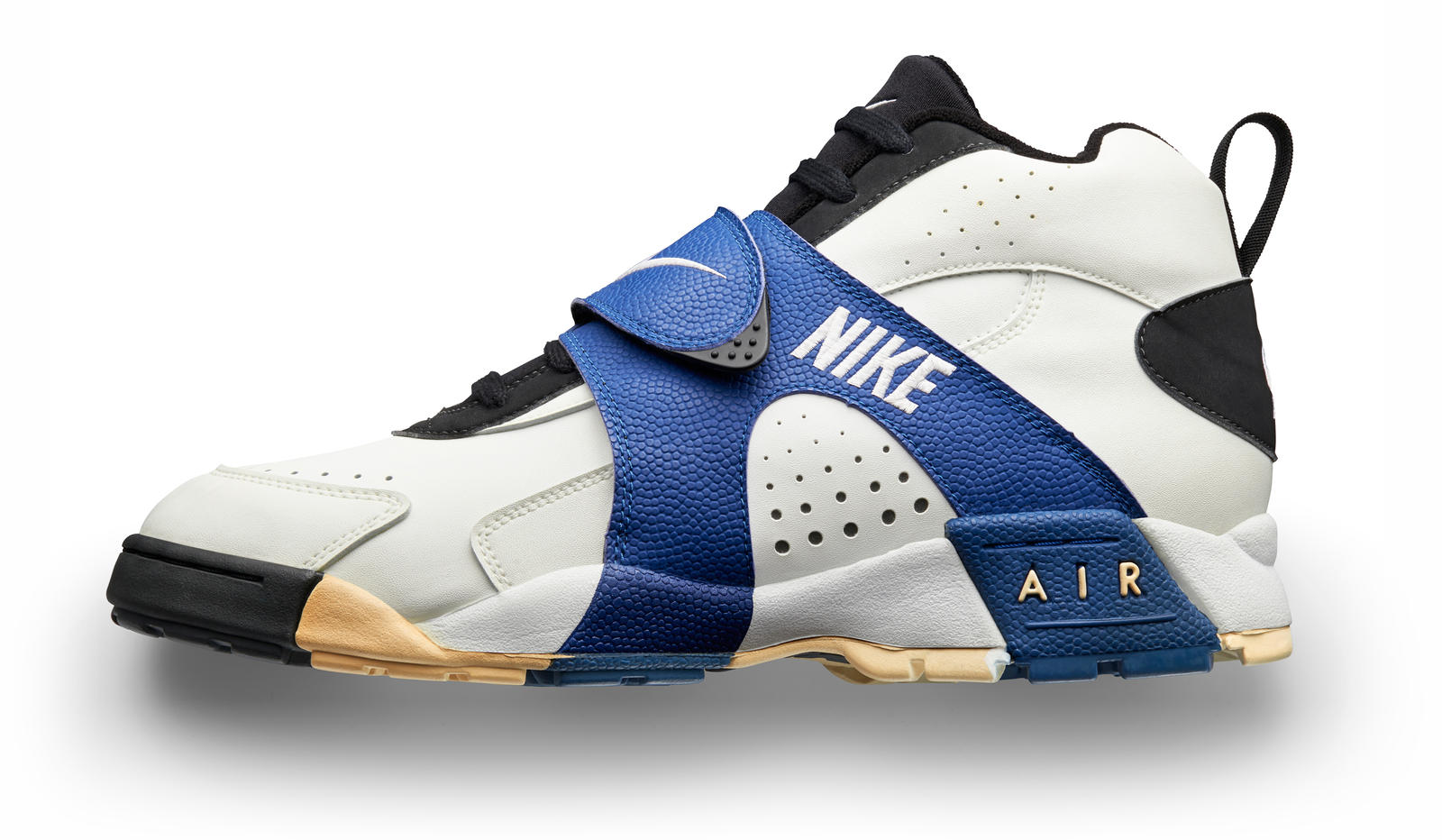 d5553242022 Nike Football Illustrated  A Timeline of Game-Changing Innovations ...