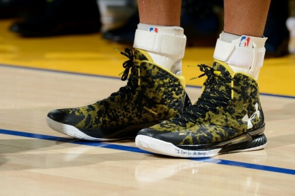 The Curry 1 Makes its On Court Debut against the Cavaliers-7