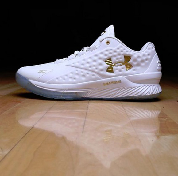 6c9bccbe0110 Under Armour Curry One Low  Friends   Family Championship PE ...