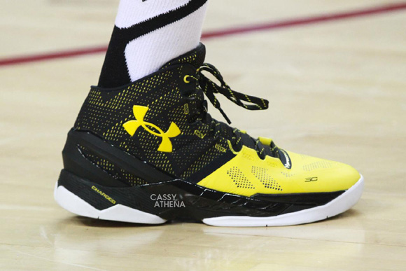 771d2171fb5 Chris Brown Rocks a Black/ Yellow Under Armour Curry Two - WearTesters