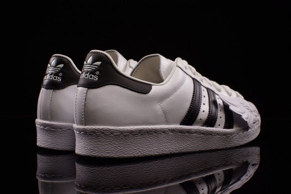 07466fe67ba7 Jeremy Scott Takes On the adidas Superstar 80 s - WearTesters