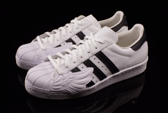 c5306ca1e850 Jeremy Scott Takes On the adidas Superstar 80 s - WearTesters