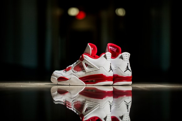 Get Your Best Look at the Air Jordan IV 'Alternate 89'-3