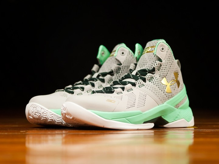 Get a Detailed Look at the Under Armour Curry 2 'Easter' 1