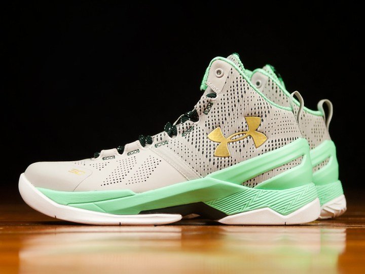Get a Detailed Look at the Under Armour Curry 2 'Easter' 2
