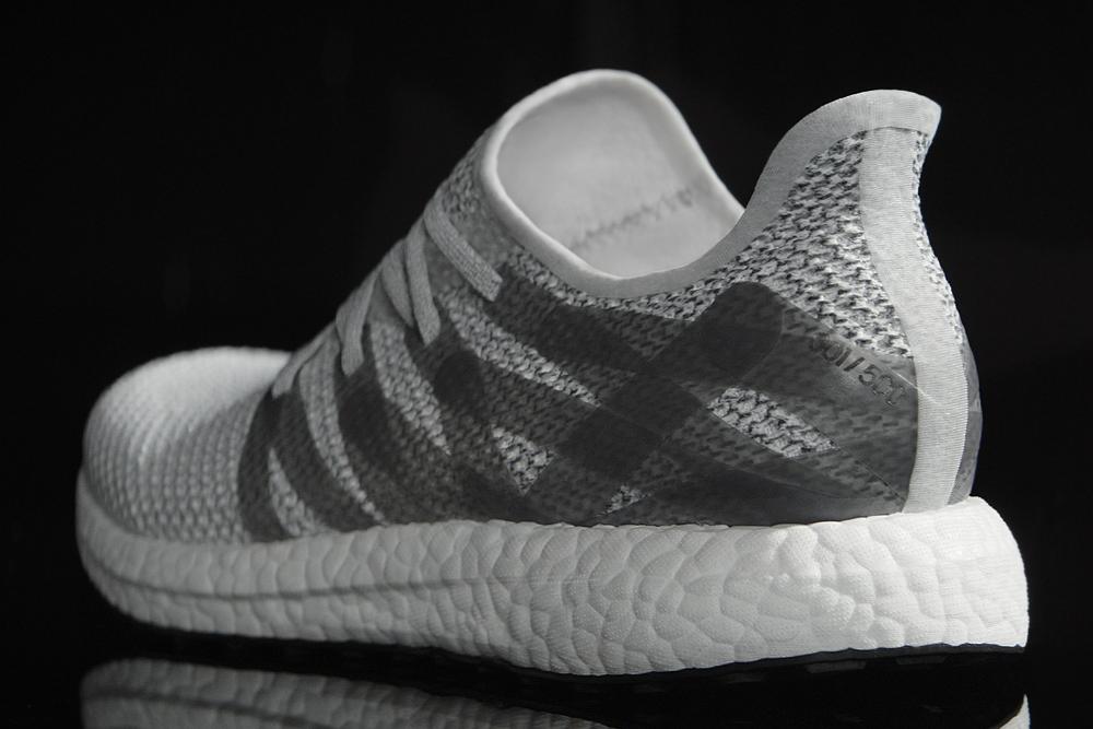 Adidas appena illustrato la prima scarpa silhouette (al