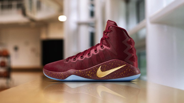 0f063364392dd Kevin Love s Nike Hyperdunk 2016 PE for the NBA Finals - WearTesters