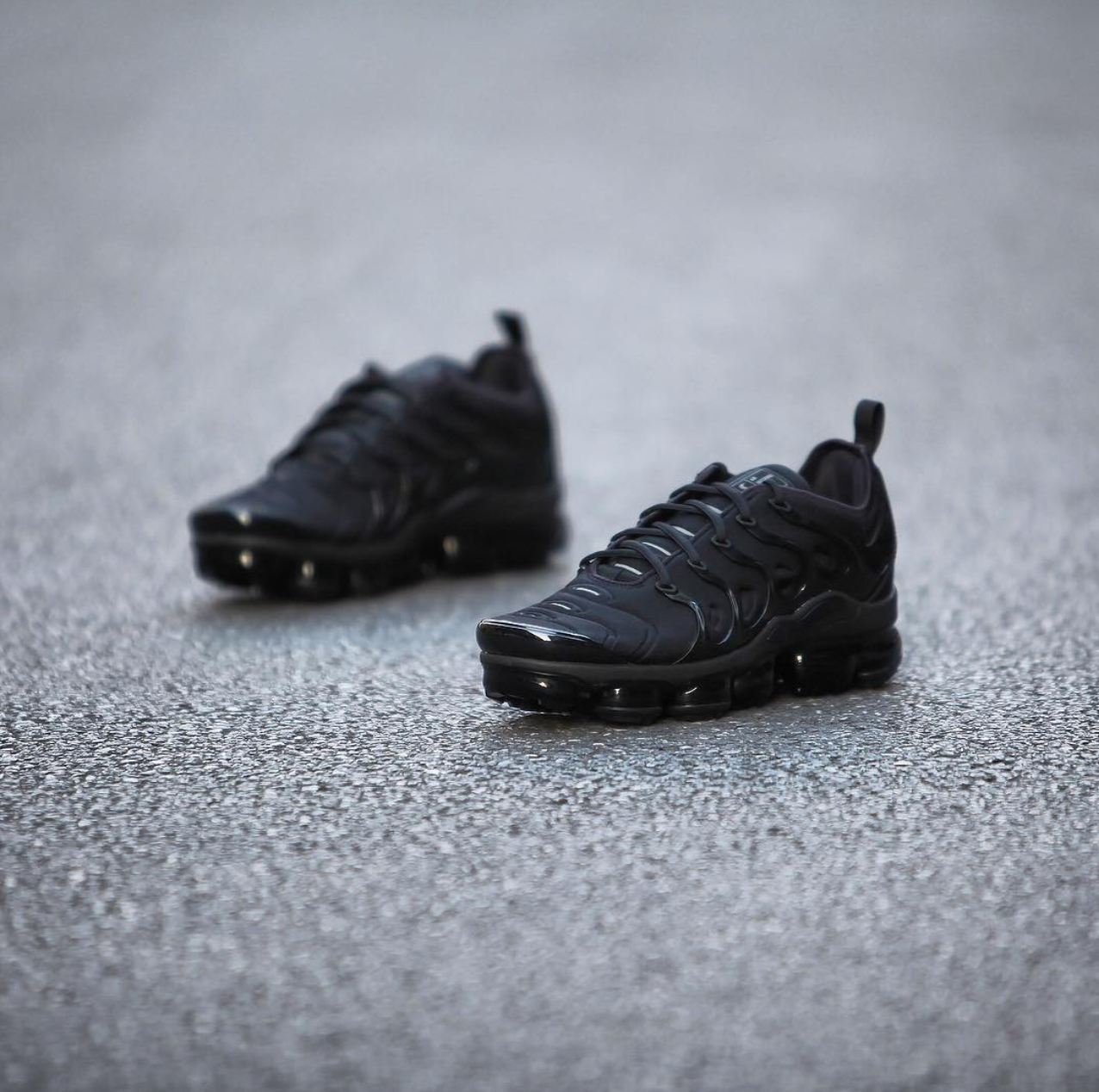 75a4f87773 nike air vapormax plus triple black 1 - WearTesters