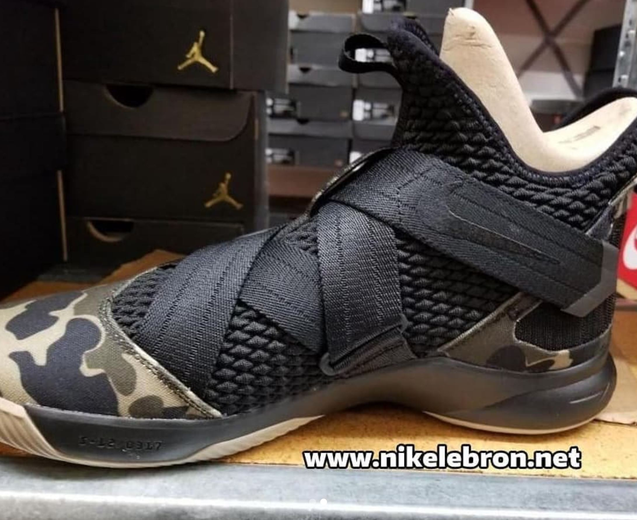 ff65cea3a84f switzerland lebron soldier 9 sort rock 07128 cfdca
