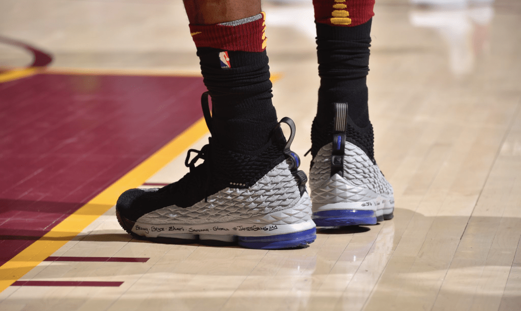 00b8e657b088 The King Pays Homage to Vince Carter with LeBron 15  Shox BB4 ...