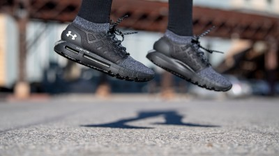 Under Armour HOVR Phantom twisted knit mens on foot