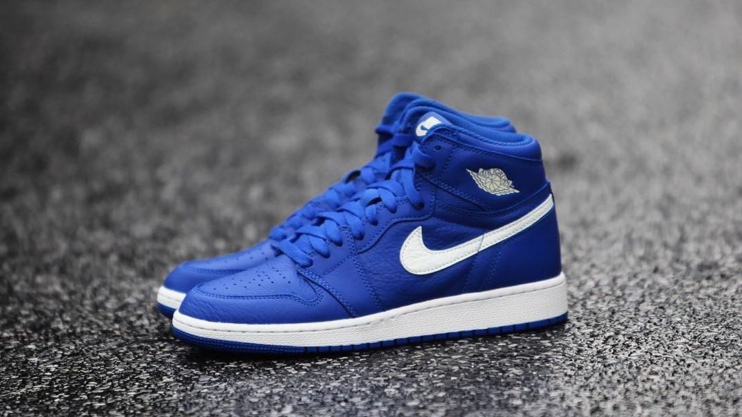152f930a401 Detailed Look at the Air Jordan 1 'Hyper Royal' Releasing This ...