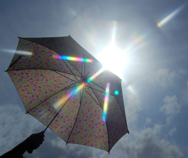 https://i1.wp.com/weather.thefuntimesguide.com/images/blogs/rain-umbrella-with-sun-and-clouds-by-LilGoldWmn.jpg