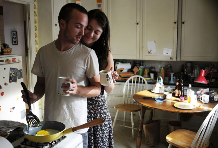Aaron-Paul-and-Mary-Elizabeth-Winstead-in-Smashed[1].jpg