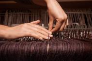Repairing a broken warp thread. Photo by Alice Carfrae ©