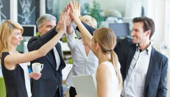 Mit Emotional Employer Branding können Unternehmen trotz Fachkräftemangel Mitarbeiter gewinnen und halten.