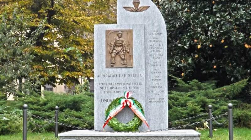 monumento ai paracadutisti a Torino